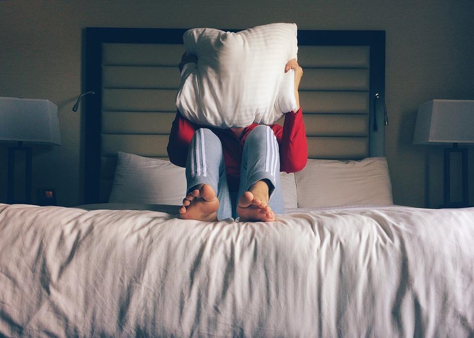 «Πες μου τώρα πώς να κοιμηθώ, που μυρίζω μόνο εσύ»